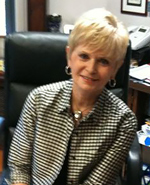 Linda-Puntney-in-office